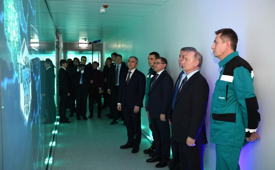 PH 2 XX 5 Visite de ZapSibNefteKhim, le plus grand complexe pétrochimique de Russie.