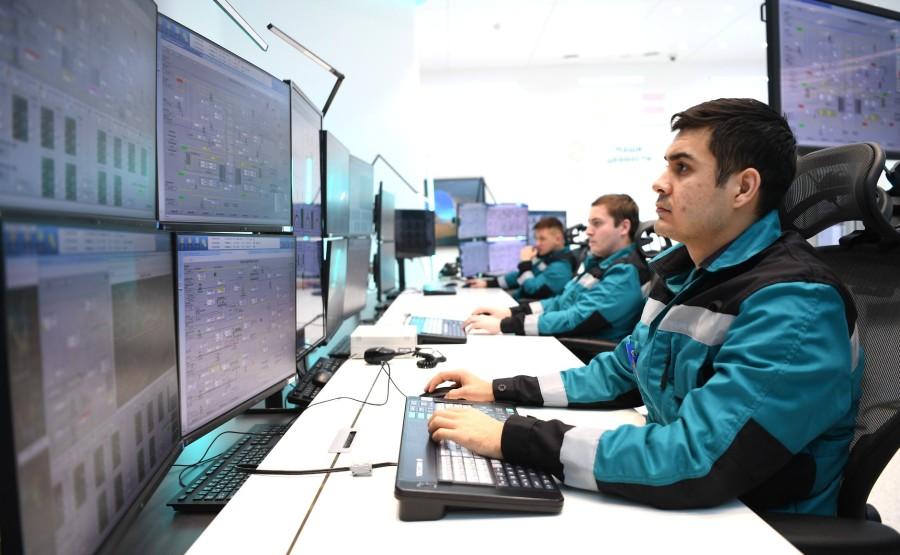 PH 5 XX 5 Visite de ZapSibNefteKhim, le plus grand complexe pétrochimique de Russie.