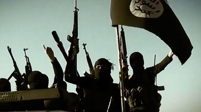 capture-d-ecran-d-une-video-de-propagande-du-groupe-etat-islamique-ei-montrant-des-jihadistes-dans-un-lieu-non-precise-de-la-province-irakienne-d-al-anbar-le-17-mars-2014_6167292