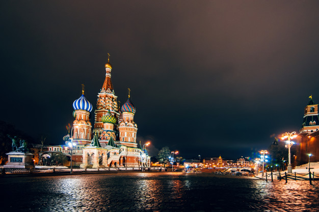 cathedrale-saint-basile-place-rouge-moscou-russie-nuit-hiver_118086-957