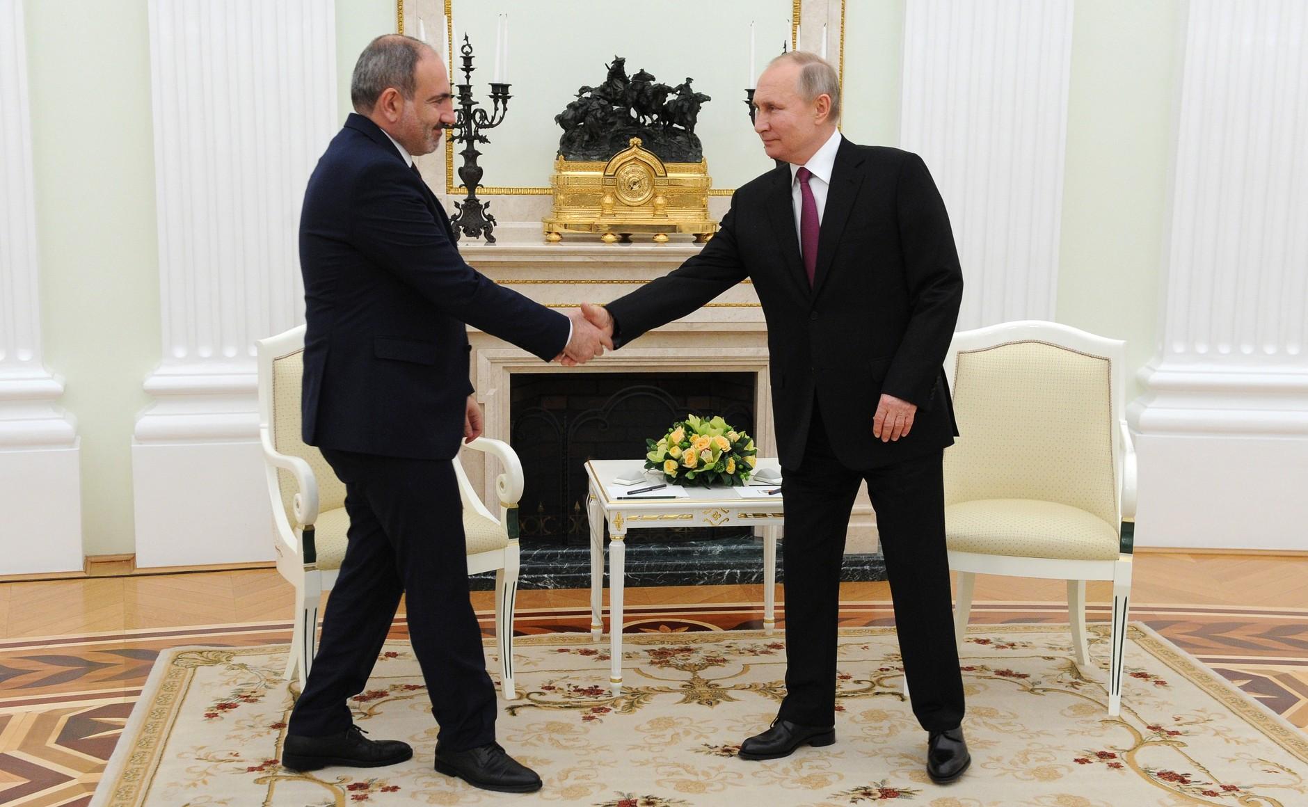 KREMLIN ARMENIE 1 DE 2 Rencontre avec le Premier ministre arménien Nikol Pashinyan - 11 janvier 2021 - 19H30