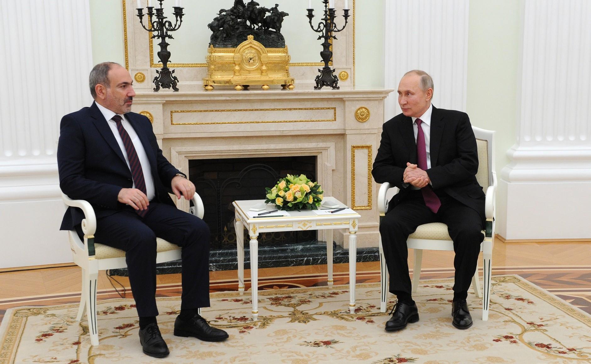 KREMLIN ARMENIE 2 DE 2 Rencontre avec le Premier ministre arménien Nikol Pashinyan - 11 janvier 2021 - 19H30