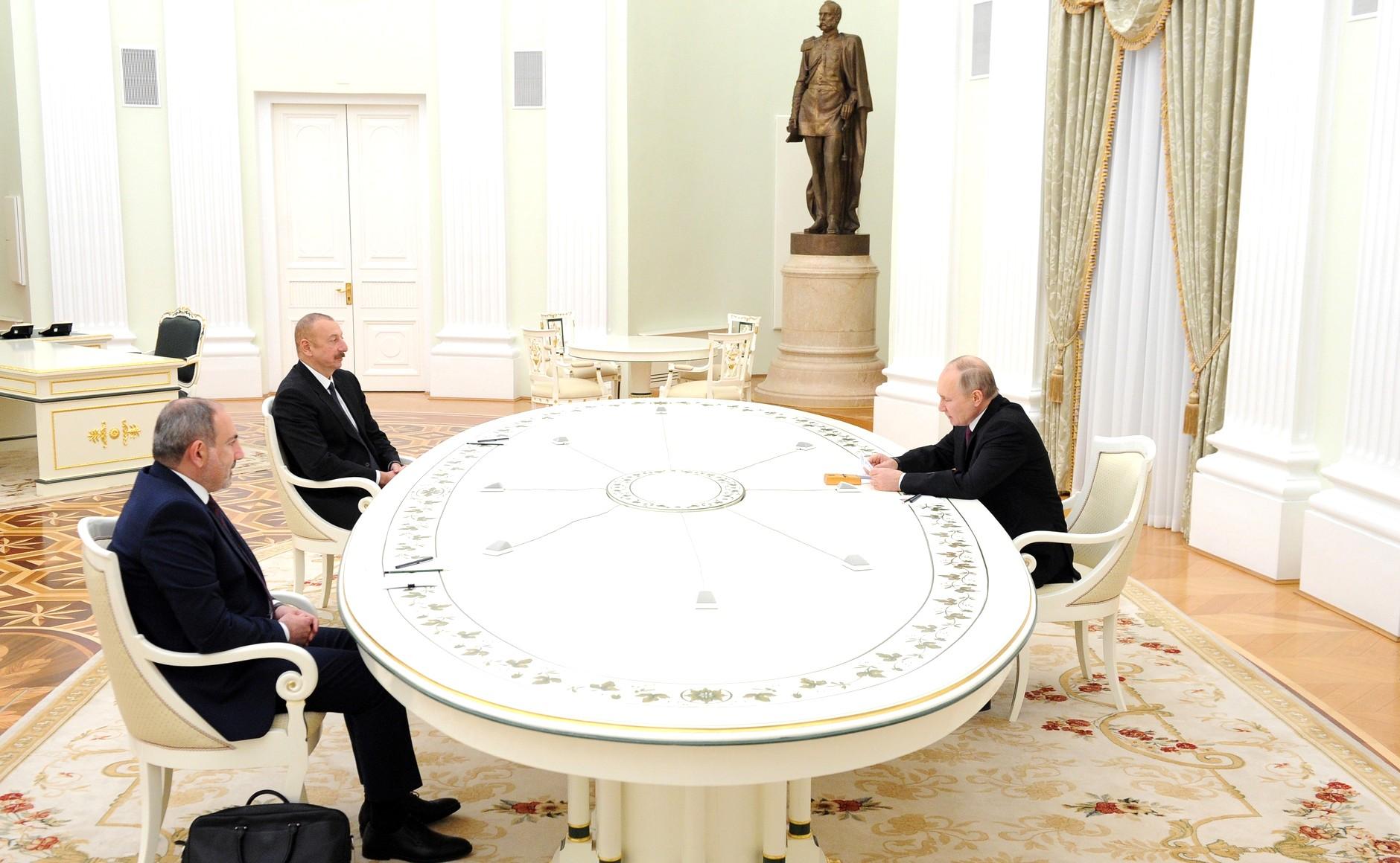 KREMLIN PH 3 XX 3 Rencontre avec Ilham Aliyev et Nikol Pashinyan - 11 janvier 2021 - 17H40