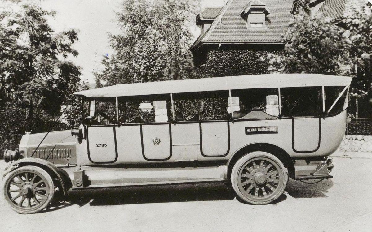 Le premier car postal suisse (ligne Flims-Reichenau, Grisons). (Photo PTT-Archiv)