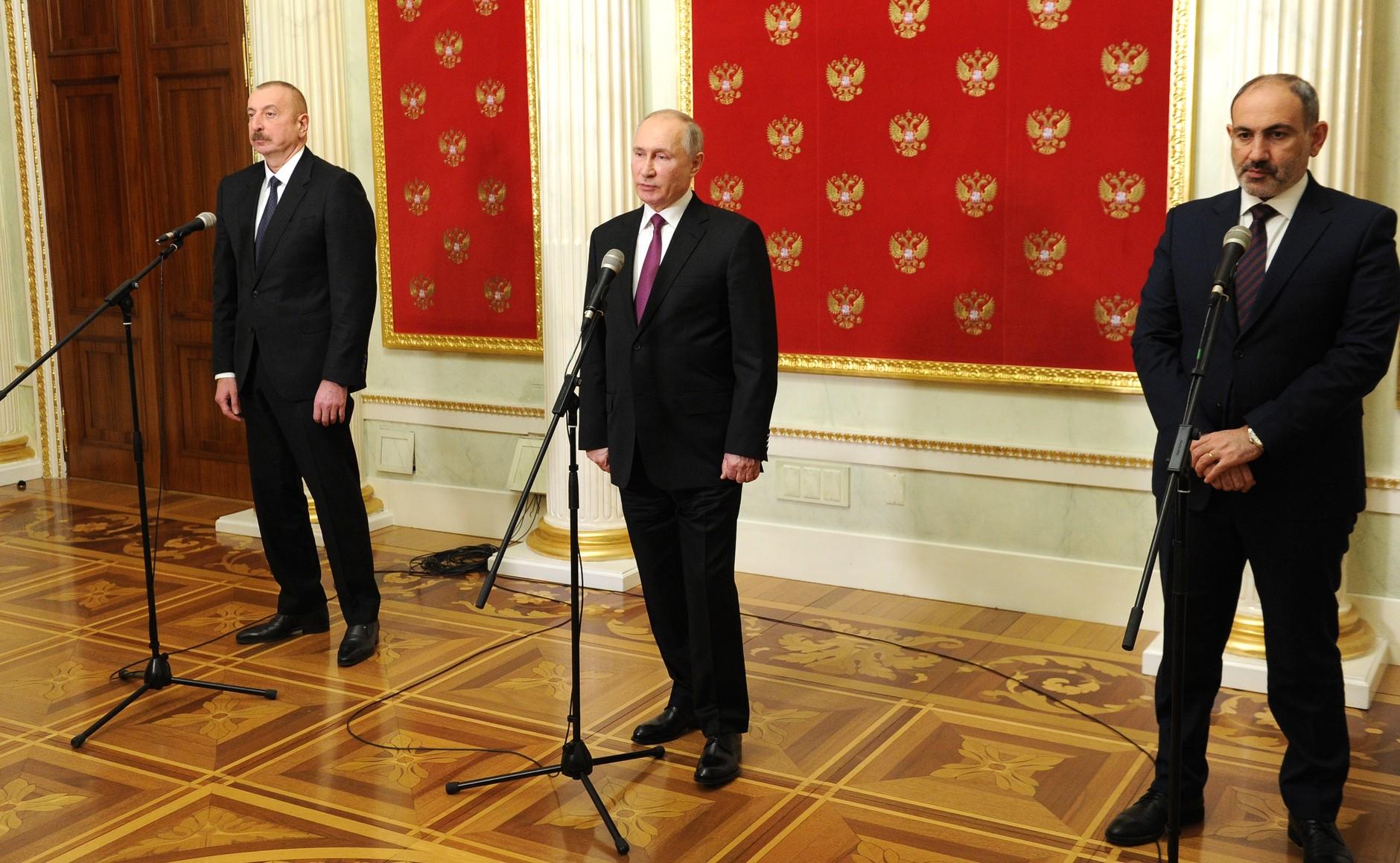 PH 1 SUR 5 Communiqués de presse à l'issue des entretiens avec le président azerbaïdjanais Ilham Aliyev et le Premier ministre arménien Nikol Pashinyan - 11 janvier 2021 – 17H50
