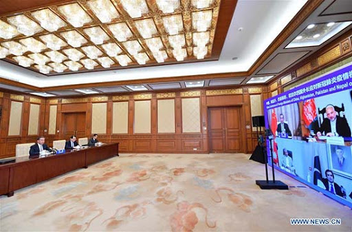 vidéoconférence des Ministres des Affaires étrangères de la Chine, de l'Afghanistan, du Pakistan et du Népal sur la réponse à la COVID-19