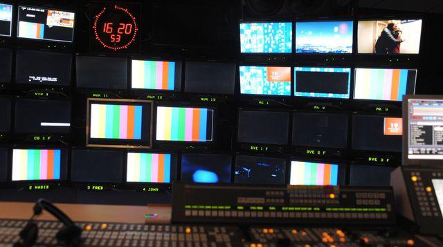 apres-une-legere-amelioration-ces-dernieres-annees-la-proportion-de-femmes-a-l-antenne-s-est-degradee-en-2018-a-la-radio-et-est-restee-stable-a-la-television-selon-le-rapport-annuel-du-csa_6159396