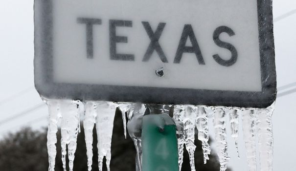 la-tempete-hivernale-uri-a-provoque-un-temps-froid-et-des-pannes-de-courant-au-texas-alors-que-des-tempetes-ont-balaye-26-etats-avec-un-melange-de-temperatures-glaciales-et-de-precipitations_6294502