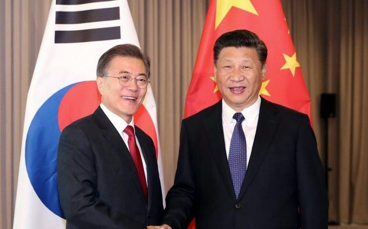 Le président coréen Moon Jae-In et le président chinois Xi Jinping