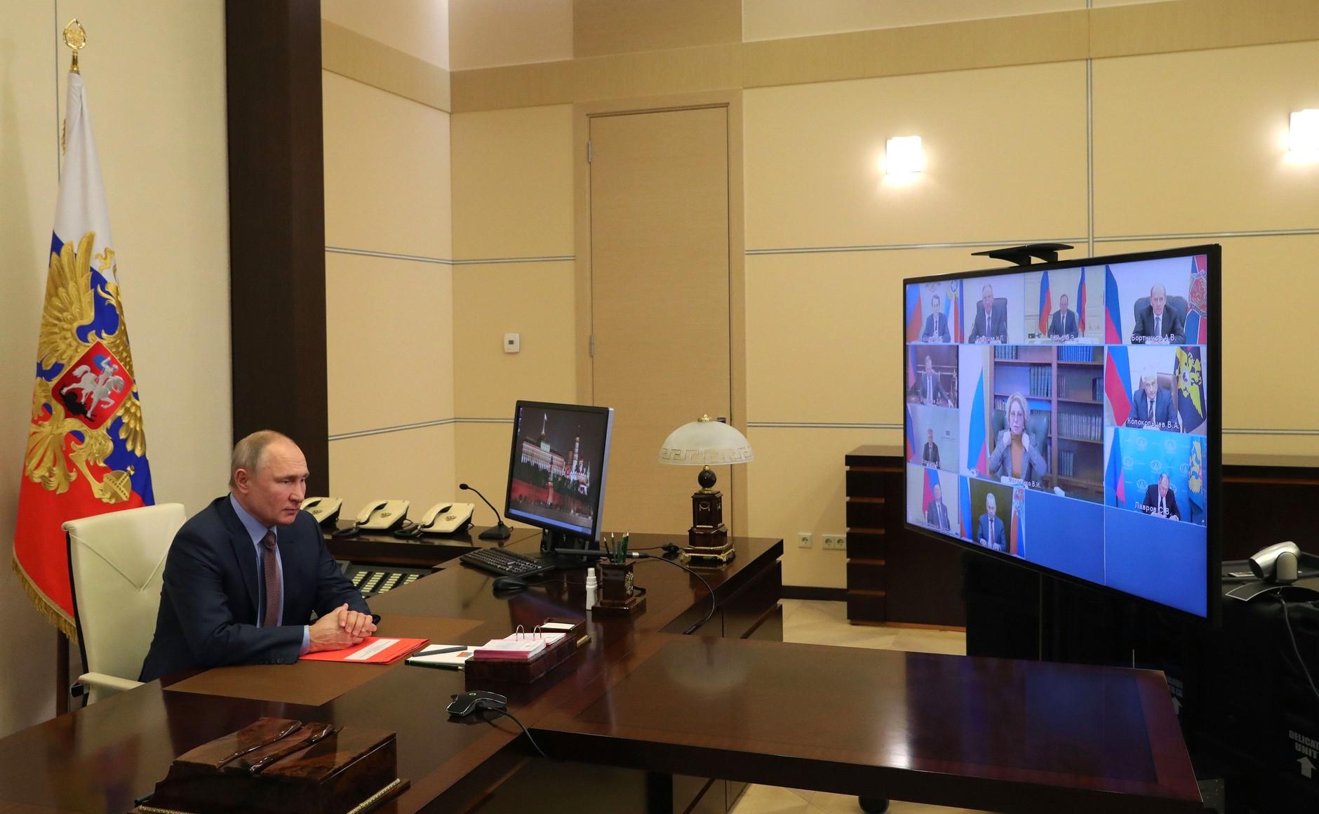 Vladimir Poutine 29.01.2021 a présidé une réunion des membres permanents du Conseil de sécurité par vidéoconférence. 29 janvier 2021