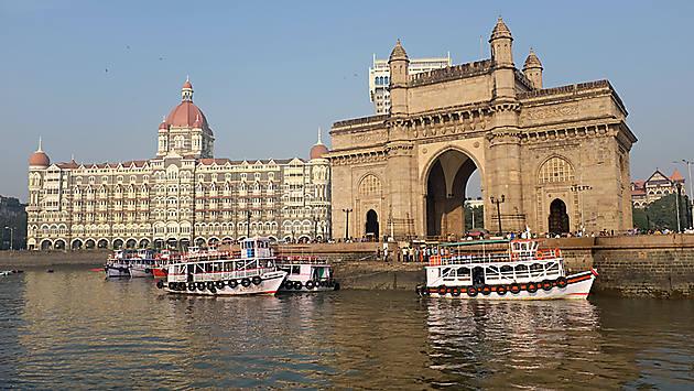 Bombay, aujourd'hui Mumbai, est une ville-monstre, la plus grande mégalopole indienne, mais aussi la capitale commerciale, industrielle et financière du pays.