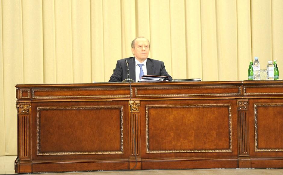 FSB PH 3 XX 5 Le président a tenu une réunion du conseil d'administration du FSB. Du 24 février 2021