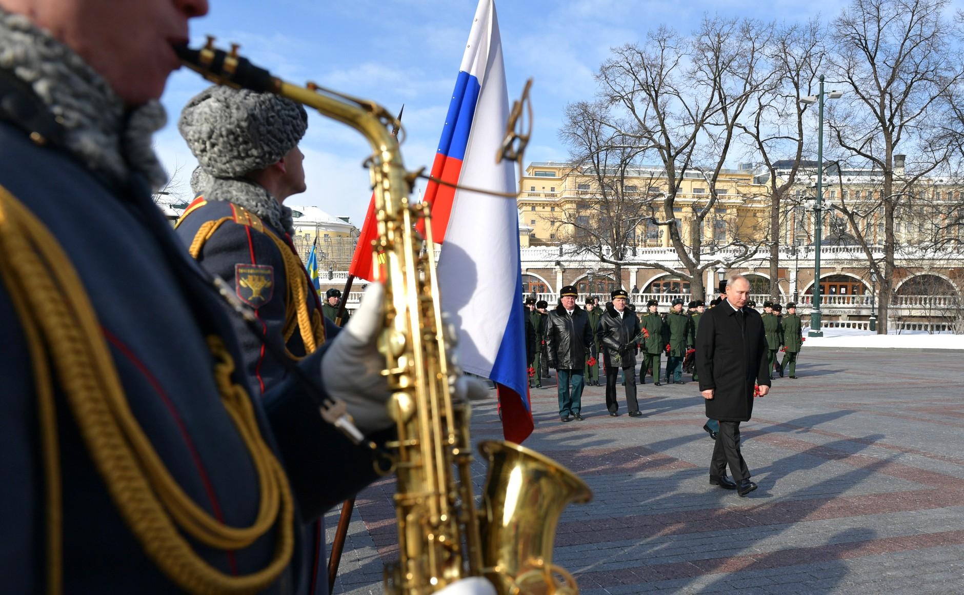 KREMLIN 2 WW 7 Le président a déposé une couronne sur la tombe du soldat inconnu à l'occasion de la Journée du défenseur de la patrie 23.02.2021