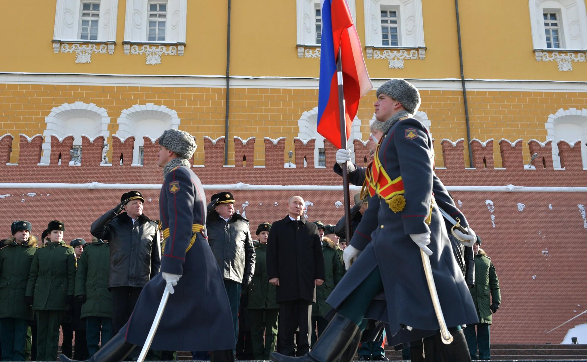 KREMLIN 4 WW 7 Le président a déposé une couronne sur la tombe du soldat inconnu à l'occasion de la Journée du défenseur de la patrie 23.02.2021