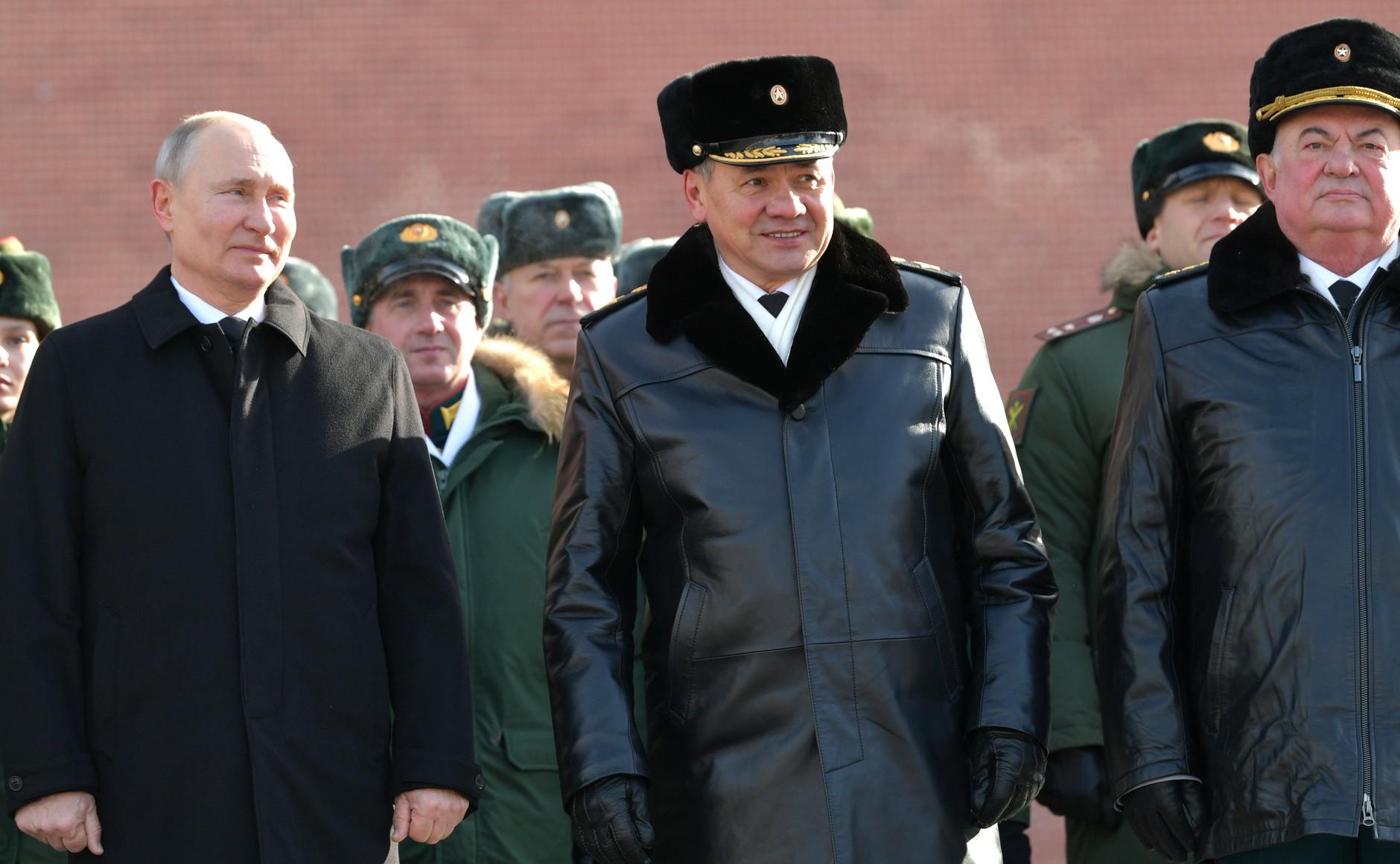 KREMLIN 6 WW 7 Le président a déposé une couronne sur la tombe du soldat inconnu à l'occasion de la Journée du défenseur de la patrie 23.02.2021