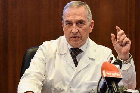 le directeur de l'Institut Professeur Francesco Vaia