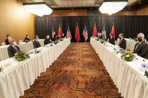 PHOTO 3 Yang Jiechi explique la position de la Chine dans son discours introductif lors du dialogue stratégique de haut niveau Chine-États-Unis 2021.03.19