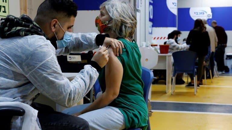 Un-centre-de-vaccination-contre-le-Covid-19-le-26-janvier-2021-a-Tel-Aviv-en-Israel-959709