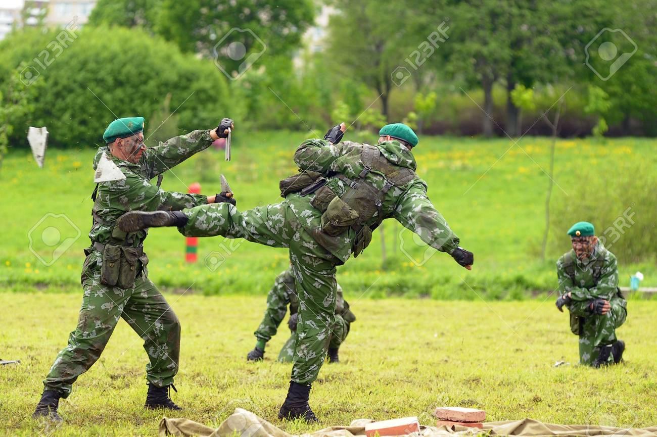 25577529-célébration-de-la-journée-de-la-gardes-frontières-soldats-russes-sur-les-exercices-de-démonstration