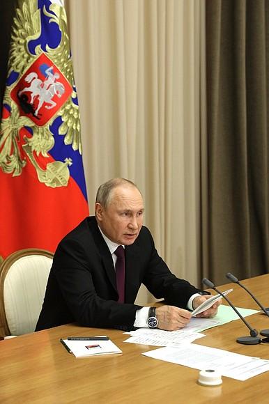 DEF. KREMLIN 3 XX 4 Rencontre avec les dirigeants du ministère de la Défense et les chefs d'entreprises de l'industrie de la défense - 25 mai 2021 – 15h25 - Sochi