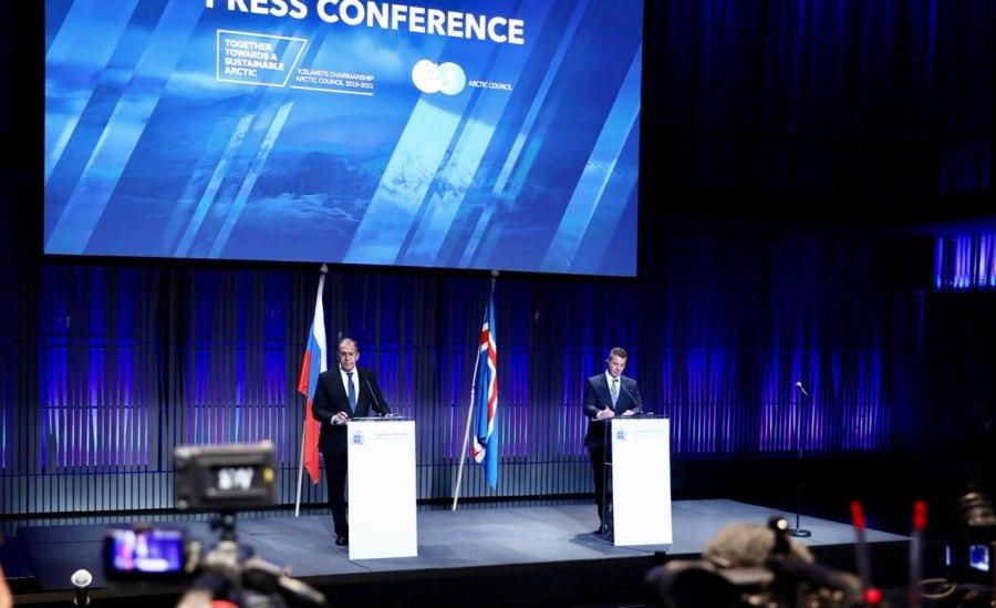 LAVROV avec le ministre des Affaires étrangères de l'Islande Gudlaugur Thor Thordarson à l'issue de la 12e réunion ministérielle du Conseil de l'Arctique, Reykjavik, 20 mai 2021