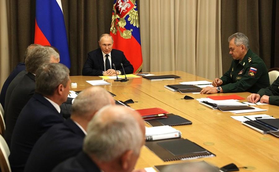 Rencontre du 27.05.2021 PH 1 SUR 2 avec des dirigeants du ministère de la Défense et des représentants de l'industrie de la défense - 27 mai 2021 – 15H35 à Sochi