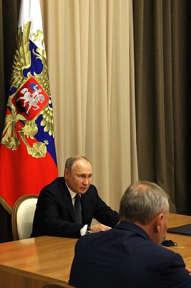 Rencontre du 27.05.2021 PH 2 SUR 2 avec des dirigeants du ministère de la Défense et des représentants de l'industrie de la défense - 27 mai 2021 – 15H35 à Sochi