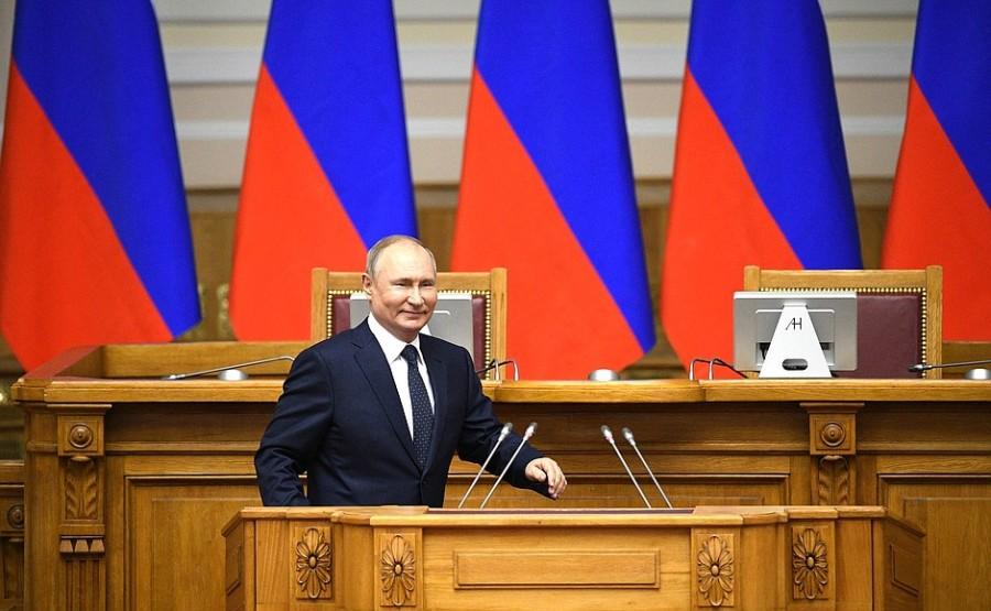 rencontre-avec-des-membres-du-conseil-des-legislateurs-27.04.2021-le-jour-du-parlementarisme-russe-e280a6.j
