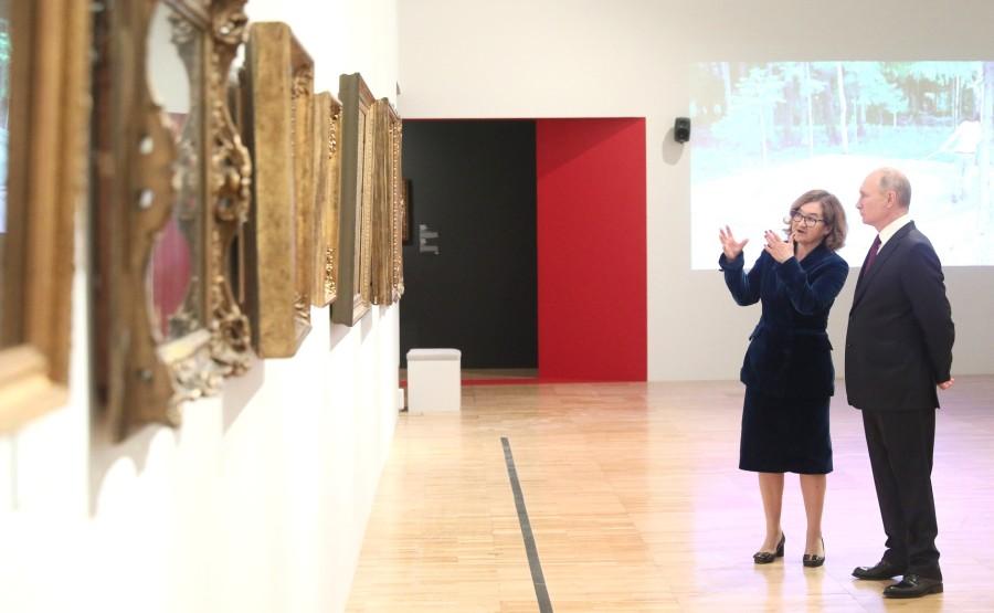 7S9 Visite de la galerie Tretiakov. Avec le directeur général de la Galerie nationale Tretiakov Zelfira Tregulova