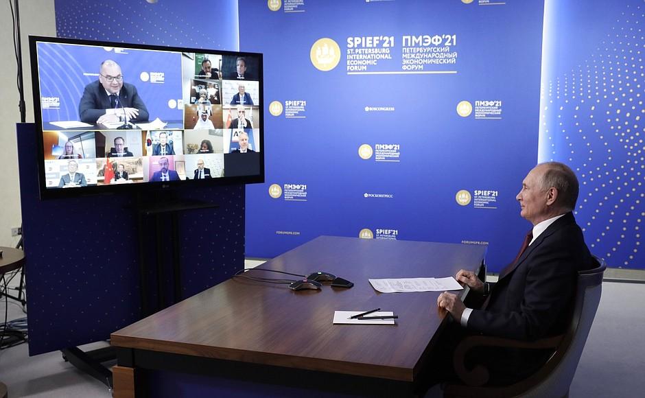 AG TASS 1 X 9 DU 04.06.2021 Rencontre avec des responsables d'agences de presse internationales - 4 juin 2021 – 23h00 – Saint-Pétersbourg