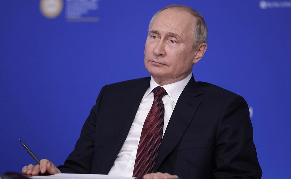 AG TASS 3 X 9 DU 04.06.2021 Rencontre avec des responsables d'agences de presse internationales - 4 juin 2021 – 23h00 – Saint-Pétersbourg