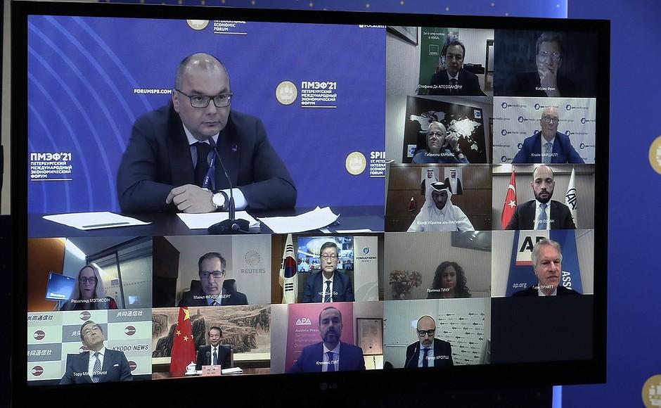 AG TASS 4 X 9 DU 04.06.2021 Rencontre avec des responsables d'agences de presse internationales - 4 juin 2021 – 23h00 – Saint-Pétersbourg