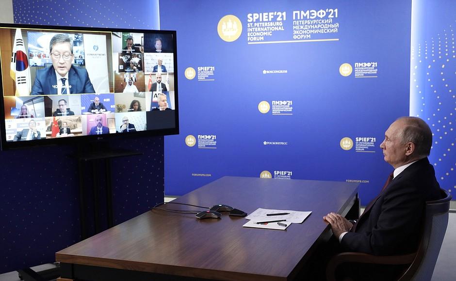 AG TASS 5 X 9 DU 04.06.2021 Rencontre avec des responsables d'agences de presse internationales - 4 juin 2021 – 23h00 – Saint-Pétersbourg