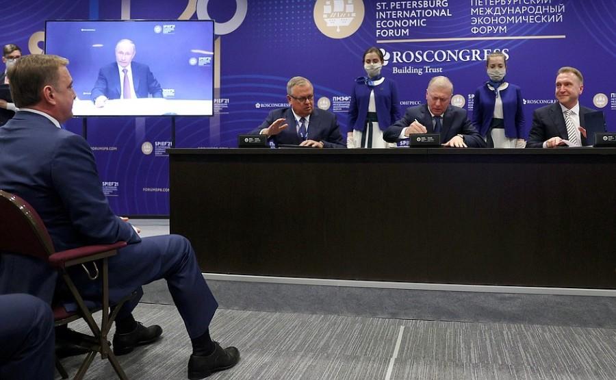 FORUM ECO 3 X 3 DU 03.06.2021. Cérémonie de signature des accords d'investissement au Forum économique international de Saint-Pétersbourg 03 juin 2021