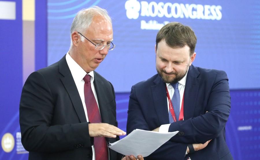 INV.VACCIN 1 X 7 Rencontre avec des investisseurs internationaux et des représentants de producteurs étrangers de vaccin Spoutnik V - 4 juin 2021 – 21h15 - Saint-Pétersbourg