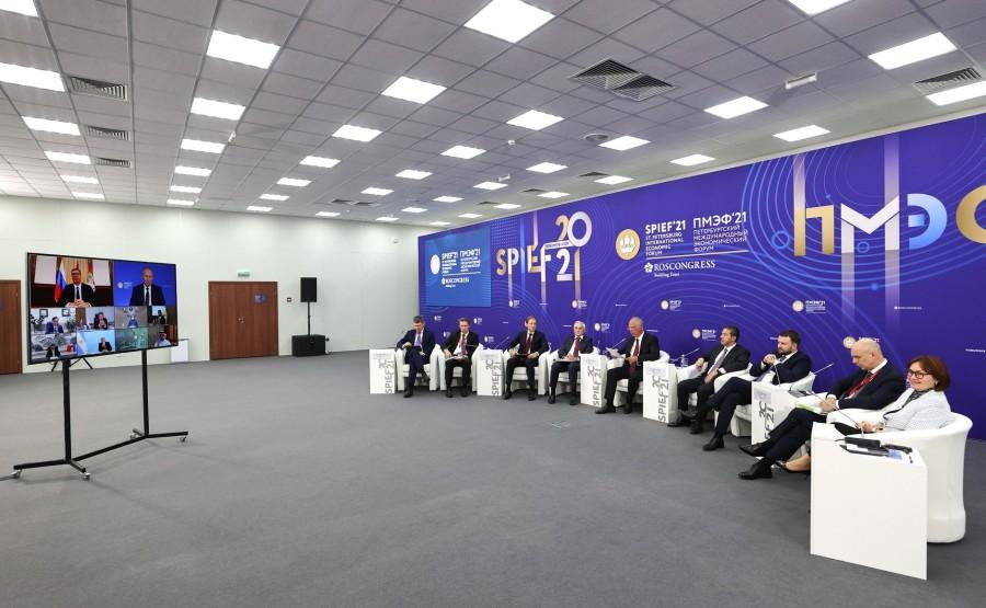 INV.VACCIN 7 X 9 Rencontre avec des investisseurs internationaux et des représentants de producteurs étrangers de vaccin Spoutnik V - 4 juin 2021 – 21h15 - Saint-Pétersbourg