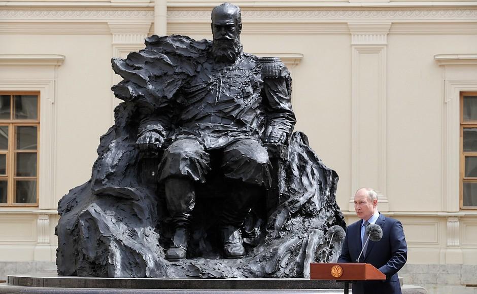 REGION LENINGRAD 2 XX 4 DU 05.06.2021. Inauguration du monument à l'empereur Alexandre III - 5 juin 2021 – 14h10