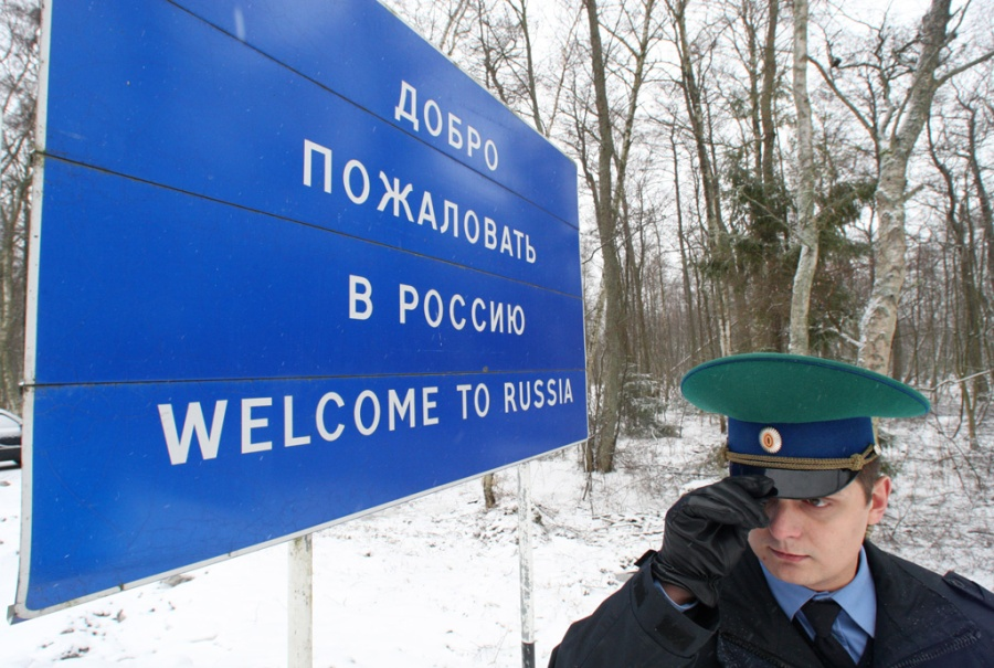 RIAN_archive_1052479_Work_of_border_guards_on_Russian-Lithuanian_border_in_Ribachy_village,_Kaliningrad_region
