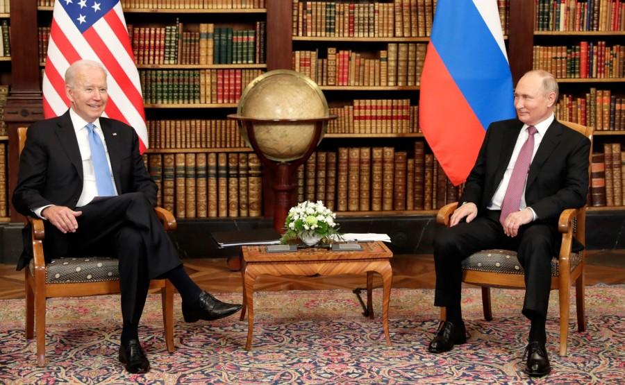 RUSSIE USA 10 X 16 Avec le président des États-Unis d'Amérique Joseph Biden avant les pourparlers russo-américains. Photo TASS