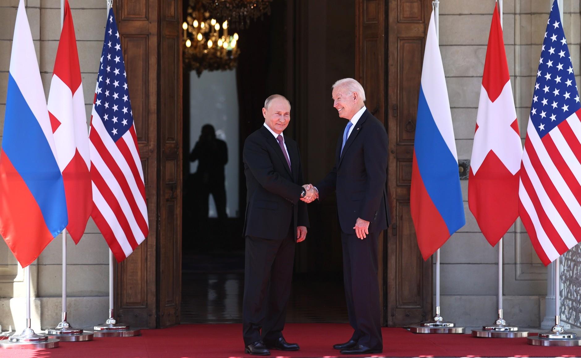 RUSSIE USA 5 X 16 Avec le président des États-Unis d'Amérique Joseph Biden avant les pourparlers russo-américains. Photo TASS