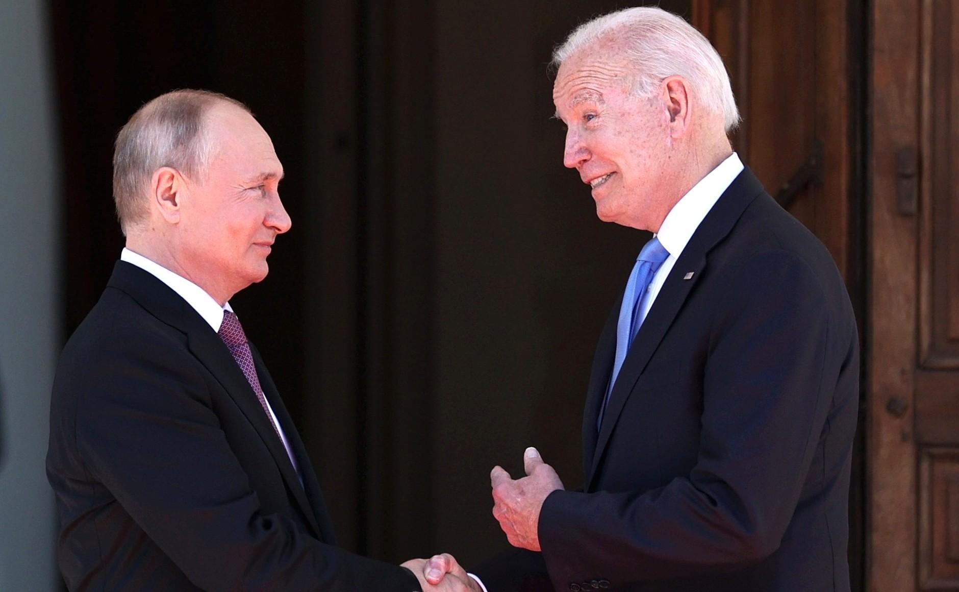 RUSSIE USA 7 X 16 Avec le président des États-Unis d'Amérique Joseph Biden avant les pourparlers russo-américains. Photo TASS