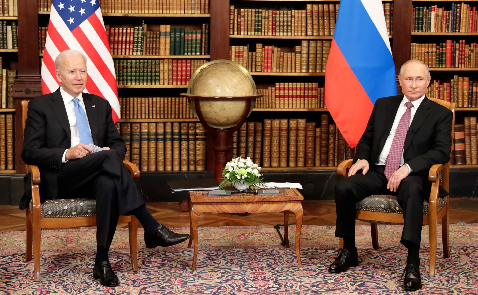 RUSSIE USA 8 X 16 Avec le président des États-Unis d'Amérique Joseph Biden avant les pourparlers russo-américains. Photo TASS