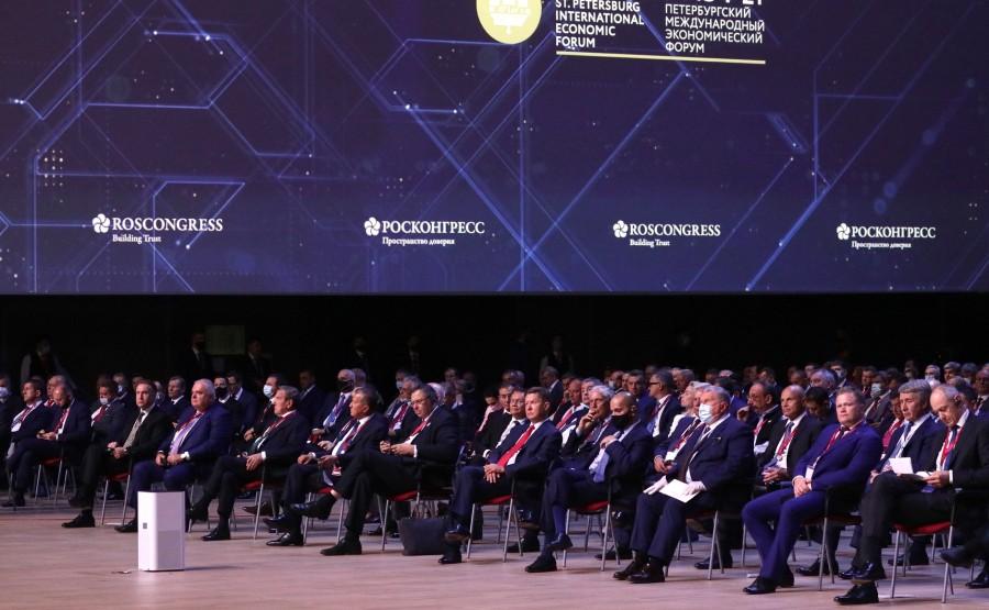 SP RUSSIE 8 X 15 DU 04.06.2021 Séance plénière du Forum économique international de Saint-Pétersbourg - 4 juin 2021 - 17h20