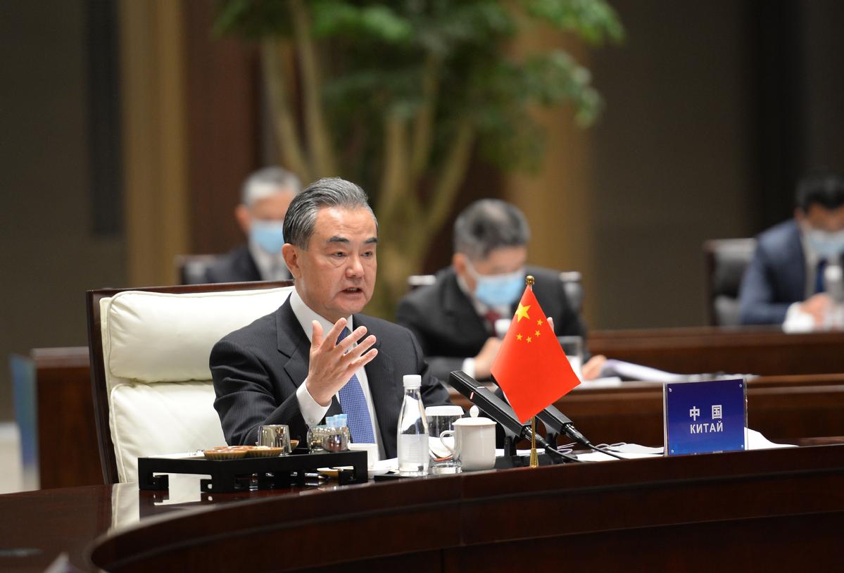 Wang Yi accueille la deuxième réunion des ministres des Affaires étrangères Chine + Asie centrale (C + C5) à Xi'an, capitale de la province du Shaanxi (nord-ouest de la Chine), le 12 mai 2021.