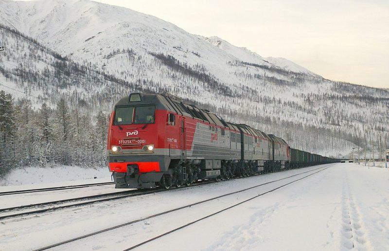1024px-3TE25K2M-0001_with_train-800x516