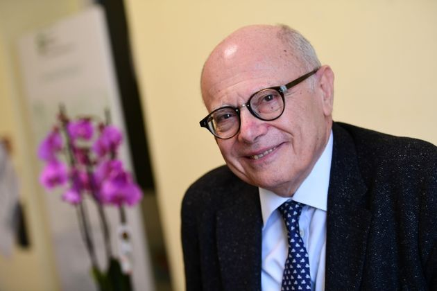 60b3375a24000075030951bdMassimo Galli, directeur du département des maladies infectieuses de l'Hôpital Luigi Sacco de Milan