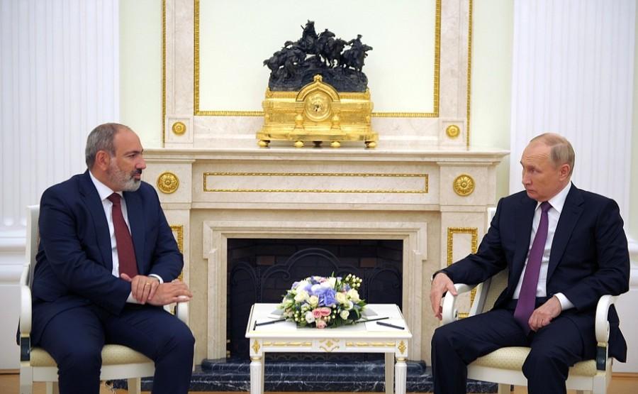 RU ARMENIE 1 XX 2 DU 07.07.2921 Rencontre avec le Premier ministre par intérim d'Arménie Nikol Pashinyan - 7 juillet 2021 – 19h45