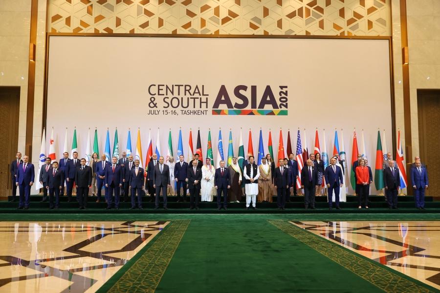 Sergueï Lavrov lors d'une session plénière de la conférence internationale Asie centrale et du Sud ... connectivité régionale. Défis et opportunités, Tachkent, 16 juillet 2021